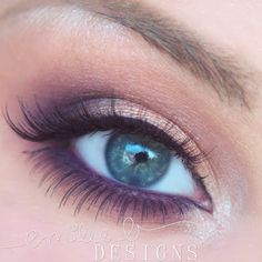 This elegant eye makeup features neutral shades of eye shadow enhanced with upper and lower falsies for a more intense look. Discover the essentials used for this stunner here.
