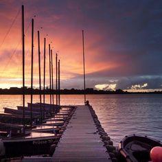 Lieblingsplätzchen #hamburg #streetphotography #sailing #segeln #clouds #sky #alster #skyline #urban #urbanromantix #welovehh #040 #igershamburg #wirsindhamburg #ahoi #weshowhh #wearehamburg #nofilter #heimatstadt #alster #hhexp #imxplorer #bestgermanypics #ig_today #sunset www.porip.de