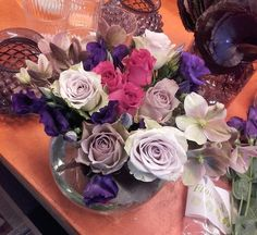 Blomsteroppsats i en stor vase. 1/4