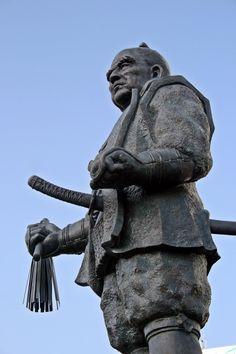 Statue of Tokugawa Ieyasu which stands in front ot Shizuoka Station Japanese Men, Japanese Culture, The Dispossessed, Tokugawa Ieyasu, Japanese Mythology, Shizuoka, Samurai Warrior, Katana, Military History