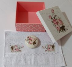 Kit Caixa Toalha de Lavabo e Sabonete