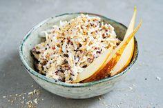 Unser Birchermüsli für das Noveaux-Magazin der aktuellen Ausgabe! Den Quinoa für dieses Birchermüsli könnt ihr am Vorabend schon zubereiten und zwar folgendermaßen: Quinoa mit heißem Wasser waschenund in einem Topf geben. Mit kochendem Wasser so bedecken, dass ca. eine Fingerkuppe Wasser drüberliegt. 5Minuten mit Deckel köcheln lassen. Dann den Herd ausstellen und einfach auf demRead more