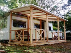 Afbeeldingsresultaat voor camping veranda ideeen Mobile Home Exteriors, Mobile Home Renovations, Caravan Makeover, Caravan Renovation, Porch For Camper, Rv Canopy, Caravan Conversion, Caravan Decor, Travel Trailer Remodel