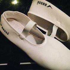 In love  con las zapatillas de trampolín comidas elásticas adaptables... Y hechas 100% a mano!  #gimnasiaritmica #gimnasia #trampolin #salto #mini #deporte #sport #entrenamiento #esfuerzo #constancia #russe #villena #marcavillena #hechoenvillena #artesanal #hechoamano