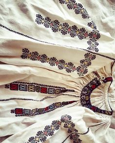 Folk Embroidery, Cross Stitch, Costumes, Traditional, Instagram Posts, Folklore, Blouses, Patterns, Punto De Cruz