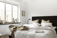 Simple bedding. Black headboard. #white #pewter #black