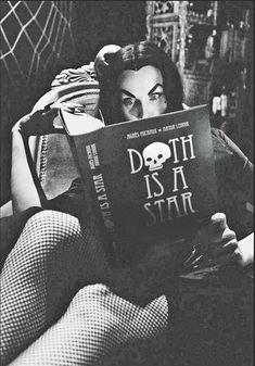 Horror Icon Vampira: Fabulous Photos of Maila Nurmi in the Retro Horror, Horror Icons, Vintage Horror, Vintage Goth, Horror Show, Horror Art, Horror Movies, Comedy Movies, Gothic Horror