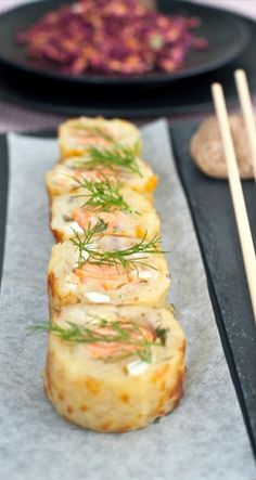 Potato rolls with salmon Good Food, Yummy Food, New Cooking, Fish Dishes, Salmon Recipes, Fresh Rolls, Afternoon Tea, Baked Goods, Scandinavian