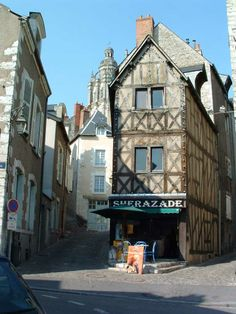 Blois - An old tavern; the Sherazade - Loir-et-Cher dept. - Centre region, France          ..ravey.net