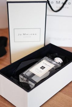 ZEITLOOS - Beauty-, Fashion- & Lifestyleblog aus Österreich | #UNBOXING - Jo Malone London Jo Malone, Turntable, Music Instruments, London, Beauty, Record Player, Musical Instruments, Beauty Illustration, London England