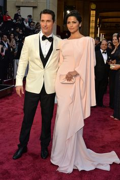 At the Academy Awards Matthew McConaughey wore a Dolce & Gabbana tux while Camila Alves wore a soft pink Gabriela Cadena gown. #oscars #redcarpet