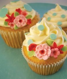 cath kidson style cupcakes!! @Fakebook Iz this is why i want for my bday! vegan of course!!