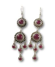Articolo AYE265 - Important precious earrings in decorated sterling silver cabochon cut Rubies.