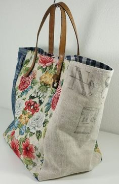 Upcycle fabric and belt into tote bag fabric, Vintage - Beutel Sacs Tote Bags, Denim Tote Bags, Fabric Tote Bags, Diy Tote Bag, Diy Bags Purses, Handmade Purses, Handmade Fabric Bags, Handmade Handbags, Market Bag