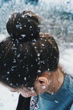 Snow photography best shoot and pose ideas 29 - Creative Maxx Ideas Photo Pour Instagram, Instagram Profile Picture Ideas, Selfie Foto, Snow Photography, Photography Ideas, Christmas Tumblr Photography, Beauty Photography, Maternity Photography, Fashion Photography