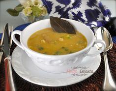 Sopa Creme de Grão de Bico, bem .... quentinha, perfeita para o inverno... com batatas cozidas e linguiça defumada? E fácil muito fácil de fazer!