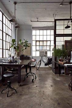 Love the loft! Witgeverfde schrootjes in combi met staal en beton.
