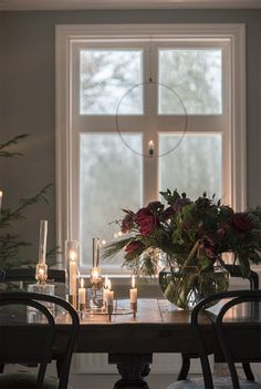 Swedish Christmas, Scandinavian Christmas, Christmas And New Year, Christmas Home, Christmas Flowers, Christmas Decorations, Hygge, Estilo Interior, Interior And Exterior