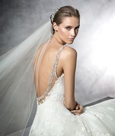 STYLE PRALA 2016 PRONOVIAS A-line wedding dress in tulle with appliqués. Bodice with sweetheart neckline and sheer underbodice decorated with guipure and gemstones. Plunging round neckline at the back with gemstone embroidery trim. Wide skirt with appliqués.
