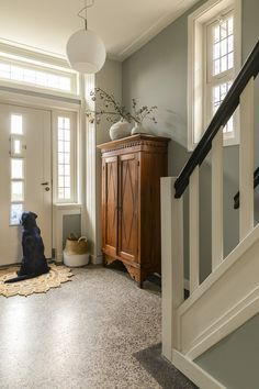 Hallway Colours, Entry Stairs, Staircase Makeover, 1930s House, Relaxation Room, House Entrance, Hallway Decorating, Cottage Style, Sweet Home
