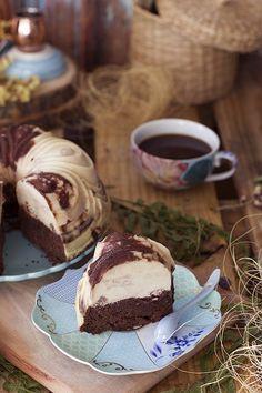 Haz una tarta mágica e imposible. ¡Flan y chocolate que al hornear se invierte! Cupcake Recipes, Cupcake Cakes, Dessert Recipes, Love Eat, Love Food, Chocoflan Recipe, Flan Cake, Oreo, Sweet And Salty