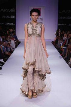 The flow Hi-lo Indian churidar suit by Anushree Reddy at Lakme Fashion Week Winter 2014 Lakme Fashion Week, India Fashion, Ethnic Fashion, Asian Fashion, Churidar, Anarkali, Lehenga, Salwar Kameez, Sarees