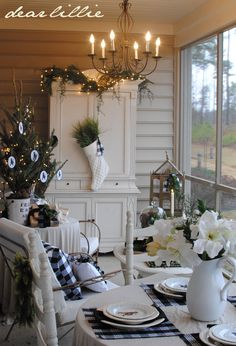 Beautiful Christmas Porch from Dear Lillie. {Holiday Decorating Ideas} {Home Decor Inspiration} Decoration Christmas, Christmas Porch, Coastal Christmas, Noel Christmas, Country Christmas, All Things Christmas, Winter Christmas, Xmas, Scandi Christmas