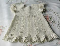 Beautiful delicate and beautiful crochet dress. I loved it, you like it? Crochet Girls, Crochet For Kids, Crochet Baby, Free Crochet, Knit Crochet, Crochet Dresses, Baby Clothes Patterns, Baby Patterns, Crochet Designs