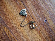 ship-brooch anchor