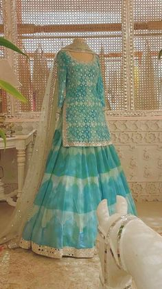 Pakistani Dresses Casual, Indian Gowns Dresses, Pakistani Bridal Dresses, Indian Fashion Dresses, Pakistani Dress Design, Indian Designer Outfits, Casual Gowns, Shadi Dresses, Pakistani Designers