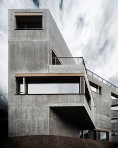 Image 1 of 31 from gallery of Apartment Building Waffenplatzstrasse / Andreas Fuhrimann Gabrielle Hächler Architekten. Photograph by Valentin Jeck Concrete Facade, Concrete Architecture, Concrete Houses, Concrete Building, Residential Architecture, Interior Architecture, Minecraft Architecture, Interior Design, Zurich