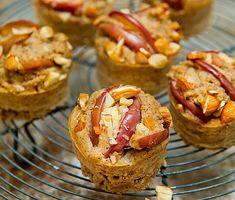 Äppelmuffins med kokos | Recept ICA.se Gluten Free Cakes, Muesli, Healthy Snacks, Muffins, Cheesecake, Clean Eating, Cookies, Breakfast, Sweet
