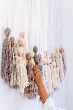 DIY Tassel Wall Hanging - Honestly WTF - - The decision on what to do with the immense blank wall along our staircase has been irresolute . for nearly 2 years. Should I weave a massive wall hanging? If only I had the time. Yarn Wall Art, Hanging Wall Art, Diy Wall Art, Wall Hangings, Diy Wall Hanging, Cheap Wall Art, Cheap Wall Decor, 3d Wall, Diy Wand