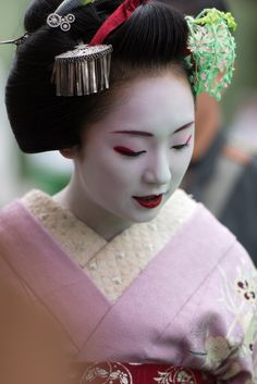 September 2015: maiko Mikako with clover kanzashi by byzanceblue on Flickr