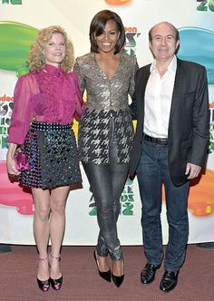 Michelle Obama Skinny Pants - Michelle Obama sported a pop star-worthy look, consisting of skinny silver pants and an embellished top, at the Kids' Choice Awards. Kids Choice Award, Choice Awards, Children's Choice, Taylor Swift, Happy Birthday Michelle, Barrack And Michelle, Michelle Obama Fashion, American First Ladies, Cool Style