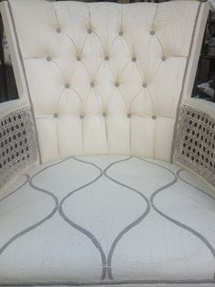 Robyn Story Designs and Boutique: PAINTING UPHOLSTERY WITH CHALK PAINT®