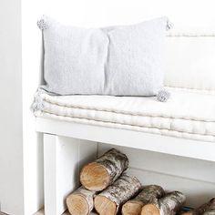 Wollen pompom kussen grijs Magnets, Sweet Home, Cool Stuff, Room, Interiors, Design, Atelier, Bedroom, House Beautiful