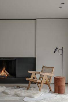 Project DD is a minimalist residence designed by Belgium-based architect Pieter Vanrenterghem Interior Minimalista, Interior Design Living Room, Interior Walls, Living Room Designs, Minimalist Interior, Minimalist Home, Minimalist Fireplace, Minimalist Furniture, Minimalist Design