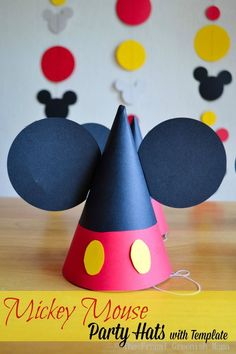 DIY : Mickey Party Hats with Template #printable #mickey #DisneySide