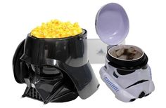 Stormtrooper Mug And Darth Vader Popcorn Bucket Are Perfect For A Star Wars Movie Marathon Stormtrooper, Darth Vader, Decoracion Star Wars, Star Wars Kitchen, Disney Popcorn Bucket, Your Next Movie, Cuadros Star Wars, Star Wars Love, Star Wars Celebration