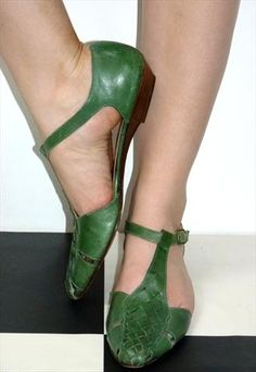 VINTAGE 80'S GREEN LEATHER WOVEN DETAIL SUMMER SANDALS SHOES