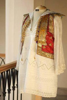 Pakistani Fashion Casual, Pakistani Dress Design, Pakistani Dresses, Indian Reception Outfit, Afghani Clothes, Stylish Dresses For Girls, Afghan Dresses, Hippy Chic, Desi Clothes