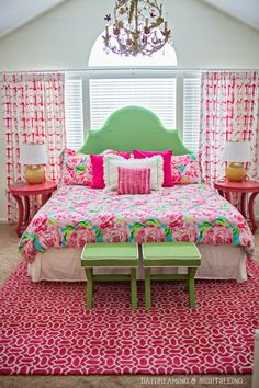 The perfect preppy bedroom to sleep in…this would be my dream bedroom, but the window would have to be the same too! Dream Rooms, Dream Bedroom, Home Bedroom, Bedroom Decor, Bedroom Green, Bedroom Ideas, Bedroom Inspiration, Green Bedding, Bedroom Curtains