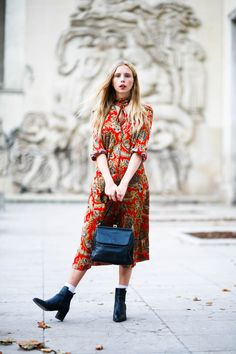 10 Fresh Outfit Ideas You Can Pull Off in Real Life - One of the trickiest elements of personal style is looking fas. Fresh Outfits, Basic Outfits, Modern Outfits, Simple Outfits, New Outfits, Best Fashion Books, High Fashion Looks, Paisley Print Dress, Look Chic