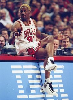 Dennis rodman is the baddast player nba in the world Basketball Pictures, Basketball Legends, Love And Basketball, Sports Basketball, Basketball Players, Basketball Shoes, Denis Rodman, Jordan Bulls, Jordan 1