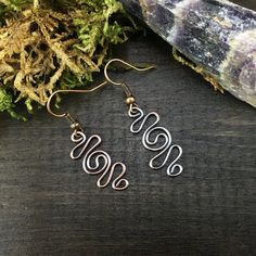"""These boho style copper wire earrings ✨ are handcrafted with recycled electrical wire. ♻️  These upcycled copper wire earrings are made with roughly 18 gauge wire.  The earring dangles measure approximately 7/8"""" tall and 3/8"""" wide.  These earrings are formed, hammered, antiqued and tumbled for a polished and shiny finish. 😍  #copperearrings #copperwireearrings #upcycledjewelry #bohostyle #cuteearrings #daintyearrings #hookearrings #simpleearrings #wireearrings #etsyjewelry #bohojewelry #boho Dainty Earrings, Simple Earrings, Copper Earrings, Earrings Handmade, Dangle Earrings, Etsy Jewelry, Boho Jewelry, Jewlery, Copper Wire Jewelry"""