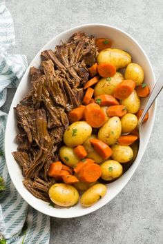 ★★★★★ - This Instant Pot Pot Roast recipe is an easy, comforting dinner that comes together so quickly in the pressure cooker! With tender veggies (not mushy!), a fall apart tender Instant Pot roast beef and seasoned gravy. With step by step VIDEO Instant Pot Pot Roast, Instant Pot Dinner Recipes, Healthy Dinner Recipes, Instant Recipes, Healthy Pot Roast, Healthy Chicken, Healthy Weekend Meals, Instant Pot Meals, Delicious Recipes