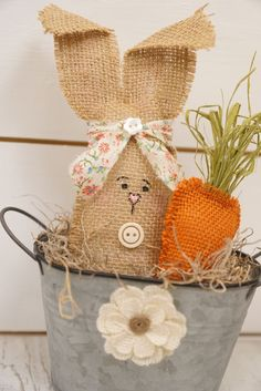 Easter bunny spring tin with burlap flower! So Cute for Spring and Easter! Spring Projects, Easter Projects, Spring Crafts, Holiday Crafts, Bunny Crafts, Easter Crafts, Easter Decor, Hoppy Easter, Easter Bunny