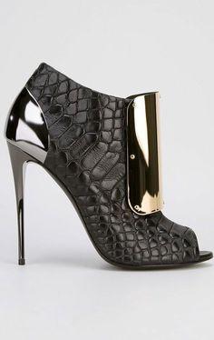 Giuseppe Zanotti Crocodile Shoe as fine sculpture ...