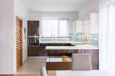 Lakovaná kuchyně s úchytkami od NADOPu z Ořechova. Bathroom, Washroom, Full Bath, Bath, Bathrooms